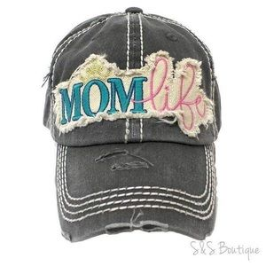 Accessories - Mom life Baseball Hat